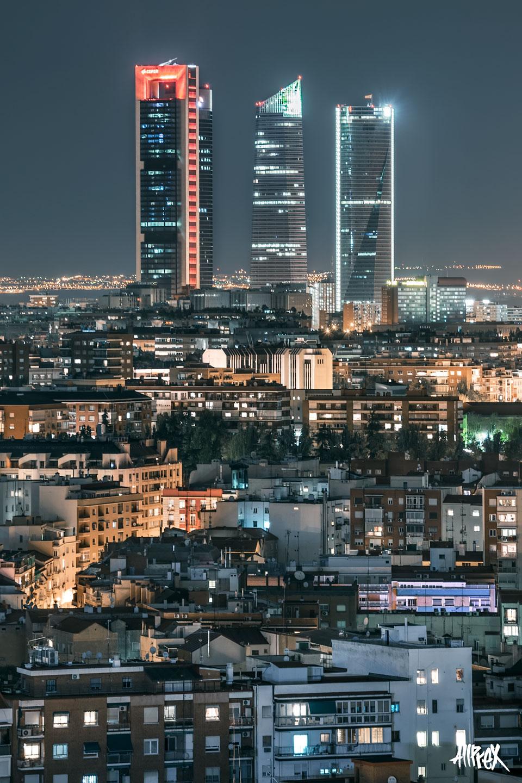 cuatro torres madrid noche