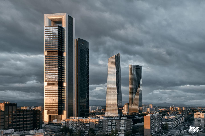 cuatro torres madrid atardecer