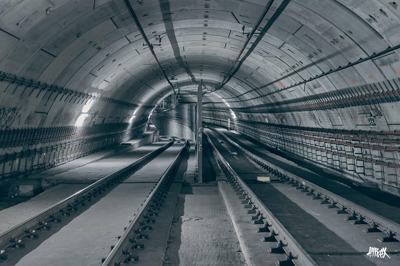 exploración urbana en metro de barcelona