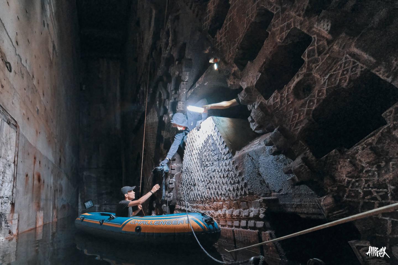 chico dando camara en tuneladora
