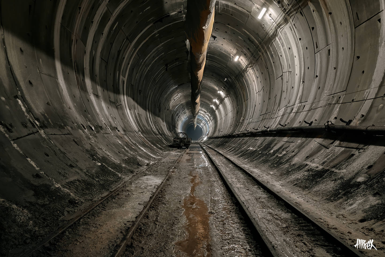 tunel abandonado con barro