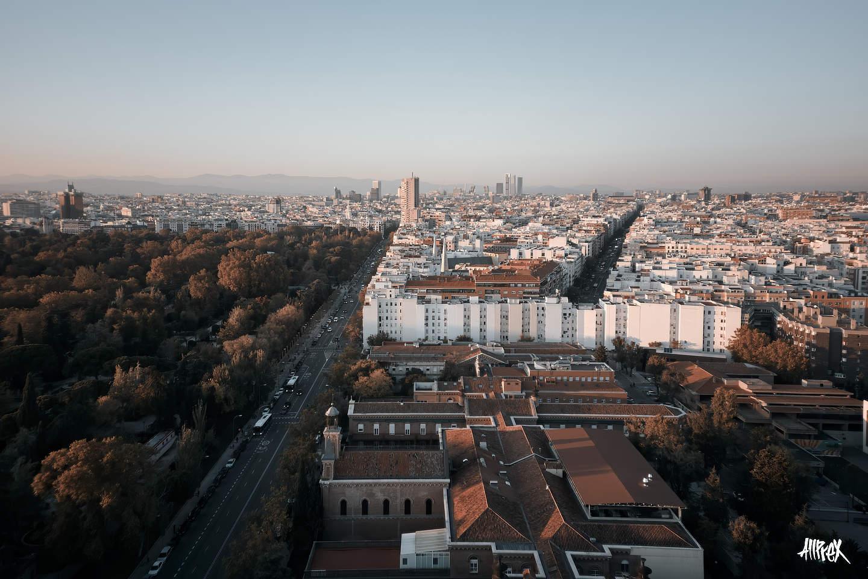 parque del retiro de Madrid y torre Valencia